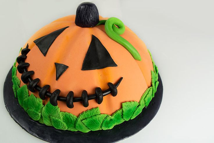 £10 instead of £50 for an 8 personalised Halloween cake from Buckley's Bakery, Hatton Garden - save 80%