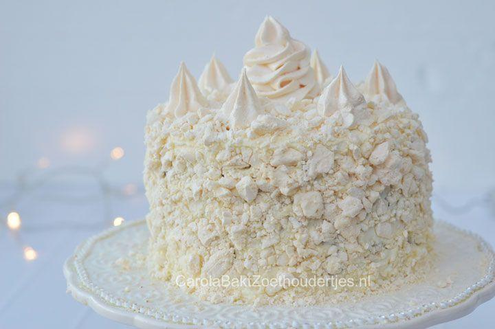 ~Wat een verrassing als je deze kerst taart aansnijdt: het is prachtig rood van binnen met een vulling en topping van mascarpone slagroom en meringuesneeuw~