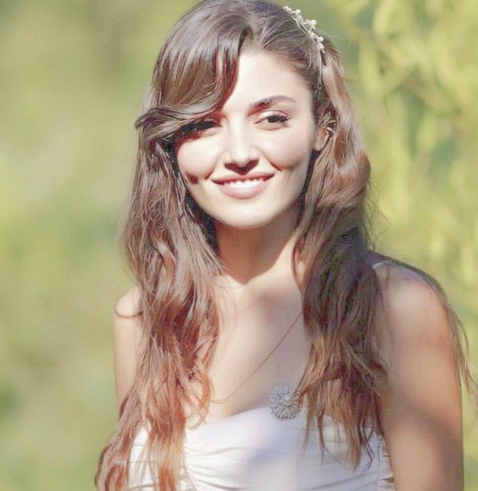 Hande Handeercel Ayca Aesthetic Repost Anime Bts افتار توزيعات Demetozdemir ديميت هاندا عايشه ايشاتو Girl Poses Cute Girl Poses Turkish Actors