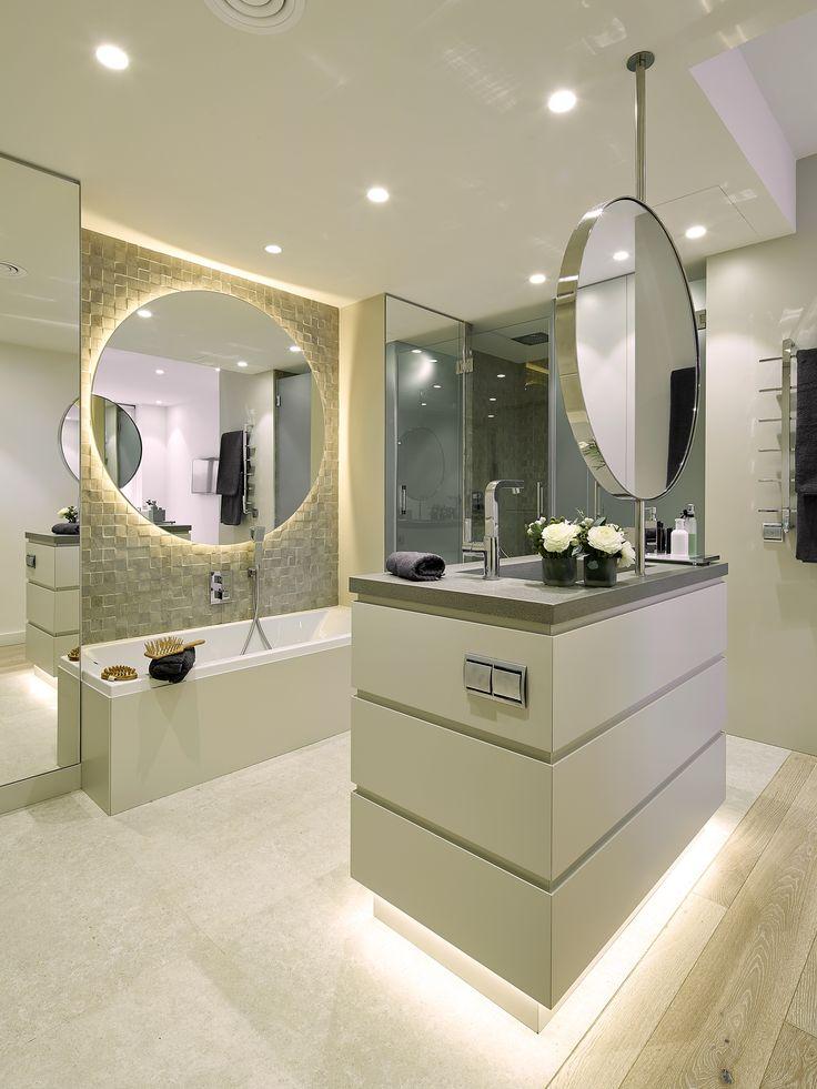 Molins Interiors // arquitectura interior - interiorismo - dormitorio - principal - suite - baño - espejo - isla