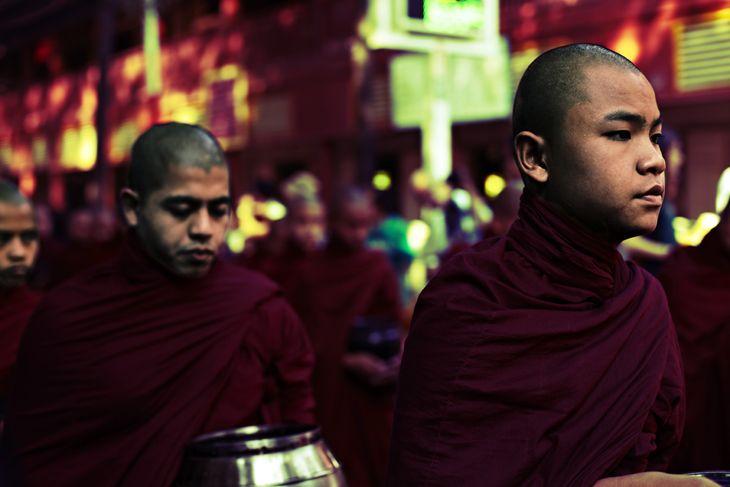 Munks march in Burma