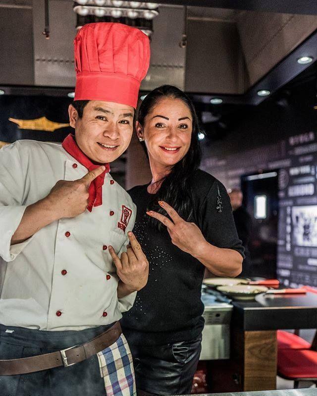 Nasi kucharze sprawią że skosztujecie najlepszych japońskich potraw i spędzicie wspaniale czas w Benihana Polska :) Dziękujemy za piękne zdjęcie! ______ #benihana #benihanapoland #japanrestaurant #teppangrill #sushi #azja #curry #chicken #restaurantweekend #warsaw #japanesefood #tepanyaki #masterchef #instafood #instamood #instadaily #foodporn #warsaw #cosmopolitantower #twarda4 #instacool #kitchen #of #asia #yummy #instafood #special #menu #japonskakuchnia by benihanapolska
