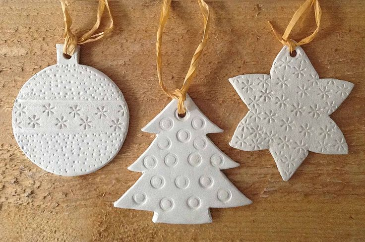 Kersthangers gemaakt van zelfhardende klei
