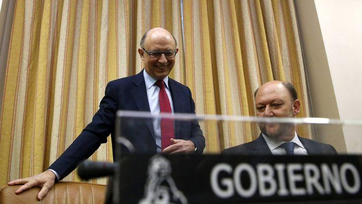 Podemos PSOE y C's exigen a Montoro que comparezca por Bahamas Leaks