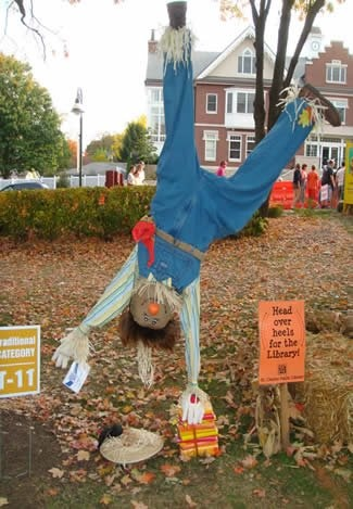 Scarecrow, love this. Could do a Santafor Christmas and a Bunny for Easter. :)
