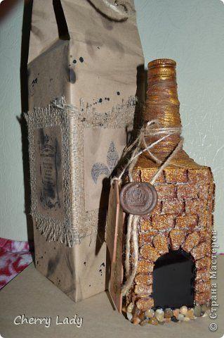 Подарок для мужчины - бутылка с кирпичиками и винтажная упаковка с тегами и сургучной печатью