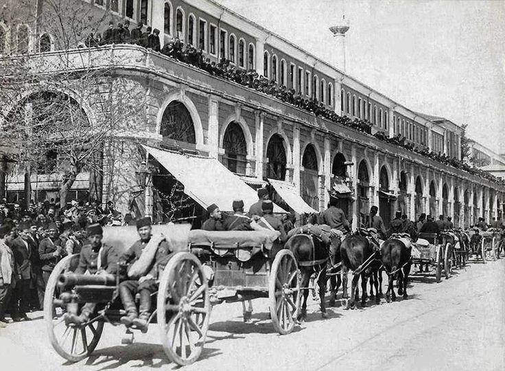 Tophane Kışlası / 1910 civarları http://eski.istanbulium.net/post/171197874070/tophane-kışlası-1910-civarları