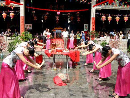 Double Seventh Festival (七夕),is a traditional festival that celebrates the annual meeting of the cowherd and weaver girl in Chinese mythology. The festival originated from a romantic tale which about a love story between the Weaver girl and the Cowherd. Their love was not allowed, thus they were banished to opposite sides of the Silver River .Once a year, on the 7th day of the 7th lunar month, a flock of magpies would form a bridge to reunite the lovers for one day.