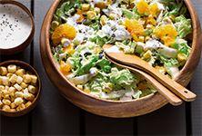 Salada de couve chinesa - uma boa maneira de experimentar este legume de sabor agradável.