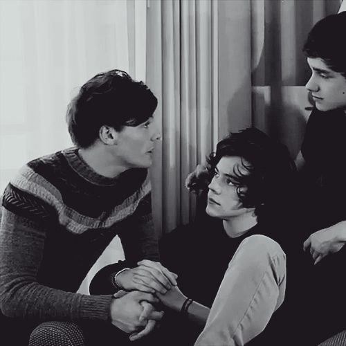 46 Times Harry Styles And Louis Tomlinson Proved They Belong Together,  Apparantly their names aren't Harry and Larry.