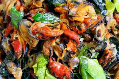 Fresh mussels have their own distinctive flavour and they don't need much added to them to bring out their natural taste. Mussels and cockles are great for making starter recipes. Mussels steamed are great, as are mussels cooked in other ways.