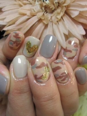Urban Chic Nail Art Ideas - Channel your trendsetter ambitions into one of these urban chic nail art ideas. These colorful manicures certainly worth a look especially if you're in a quest for a voguish spring nail art design.