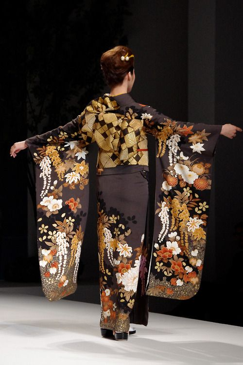 Kimono [furisode] 2: Yukiko Hanai  designed Spring/Summer 2012 Collection.  Tokyo, Japan. http://www.pinterest.com/wywoodandwovens/international-fashion/