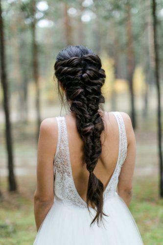 Saiba como escolher o seu penteado de noiva ideal com as mais belas inspirações de 2019 de penteados preso, solto, curto, com coque e estilos de cabelos.
