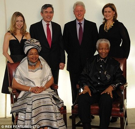 Chelsea Clinton, Gordon Brown, Bill Clinton and Sarah Brown pose behind  Nelson Mandela and his wife Graça Machel