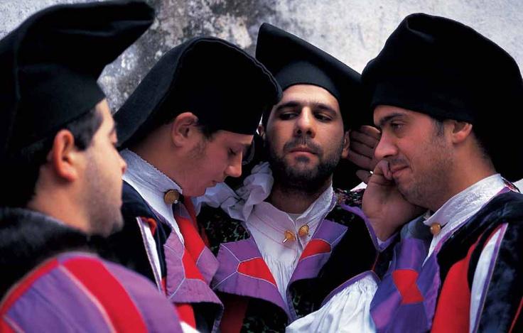 Gruppo tenores di Oliena, Oliena, Cortes apertas, 1999,  fotografia di Franco Ruju.