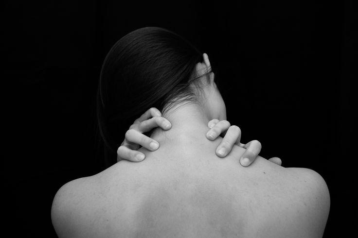 Photographer María de Bedoya. January 2015. Black and white photo inspired in Alfred Stieglitz. Black hair girl