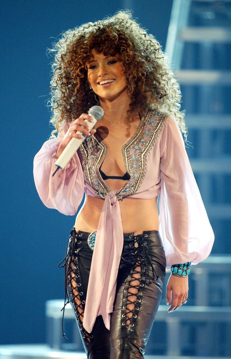 15 Of Jennifer Lopez S Best Concert Costumes Ever: where does jennifer lopez live