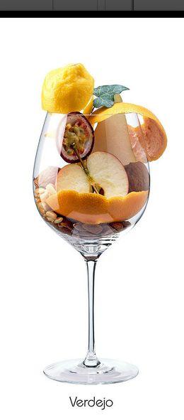 VERDEJO - Pomme, poire, écorce de pamplemousse, fruit de la passion, citron, noix, amande amer, lierre, pignon de pin...