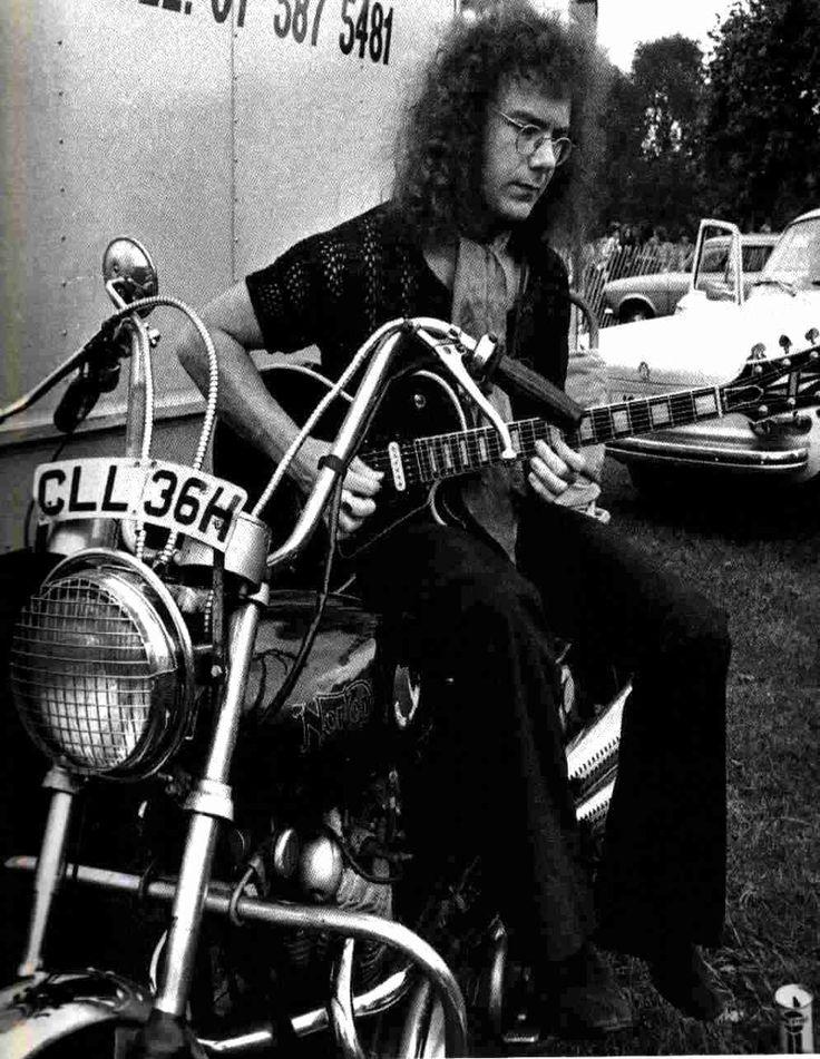 herspiritinthenight:  Robert Fripp, King Crimson.