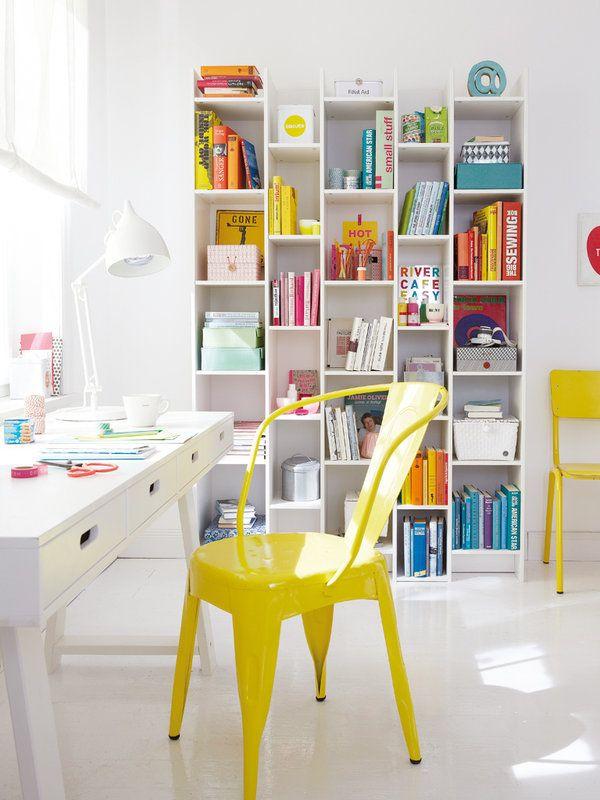 Monta tu escritorio práctico y funcional. #Silla vitamínica en amarillo. ¡Qué divertido y juvenil!