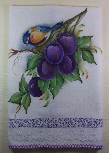 Pano de Prato Pintado Pássaro e Ameixas