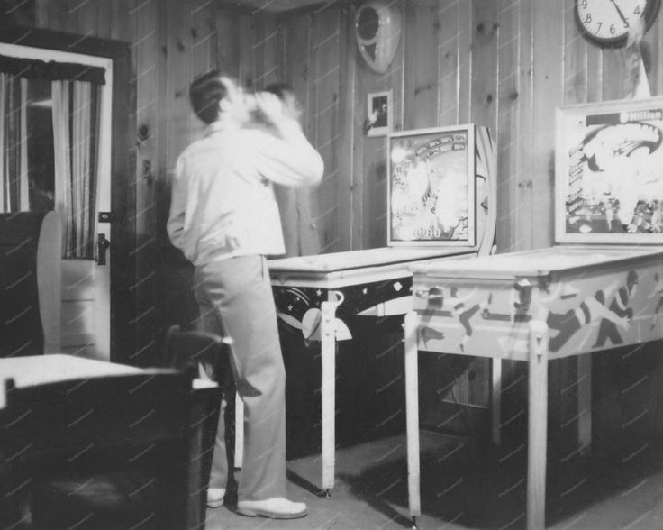 Chicago Coin Football Pinball Machine 8x10 Reprint Of Old Photo