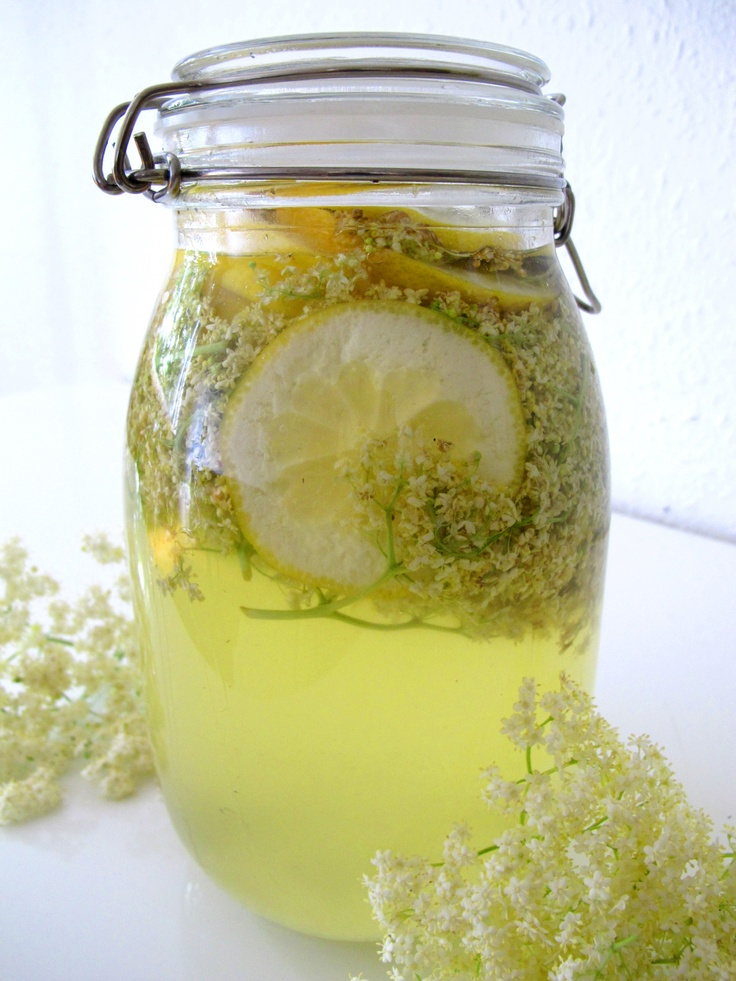 Elderflower cordial recipe – it looks so gorgeous in a jar like this!