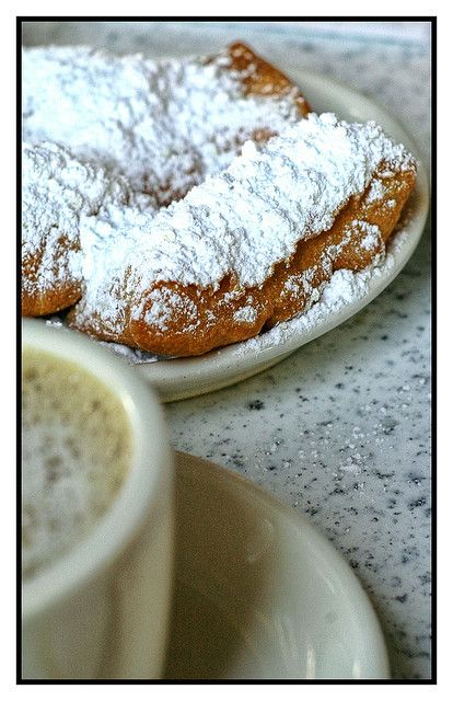 Beignets and coffee al la Cafe du Monde - New Orleans