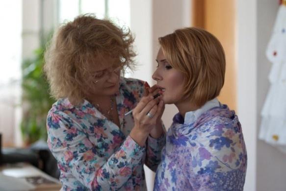 "Mirela Vescan, make-up artist: ""Cum se fardeaza femeia de afaceri"" on http://www.fashionlife.roFemeia De, Mirela Vescan, Fardeaza Femeia, Makeup Artists, Se Fardeaza, Make Up Artists, Moda Femei, De Afaceri, Cummings Se"