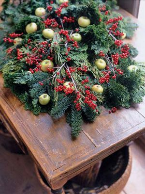 32 Easy Ways to Decorate with Christmas Garlands