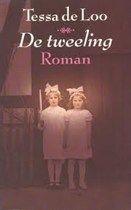 http://zoeken.balen.bibliotheek.be/detail/Tessa-De-Loo/De-tweeling-roman/Boek/?itemid= library/marc/vlacc 1380408 Twee bejaarde vrouwen, een Nederlandse en een Duitse, ontmoeten elkaar bij toeval in het Thermaal Instituut van het fameuze kuuroord Spa. Ze herkennen in de ander hun verloren gewaande tweelingzuster. Gedurende hun kuur - beiden lijden aan artrose - vertellen ze hun levensverhaal: het wordt de laatste kans om een kloof van bijna zeventig jaar verwijdering te overbruggen.