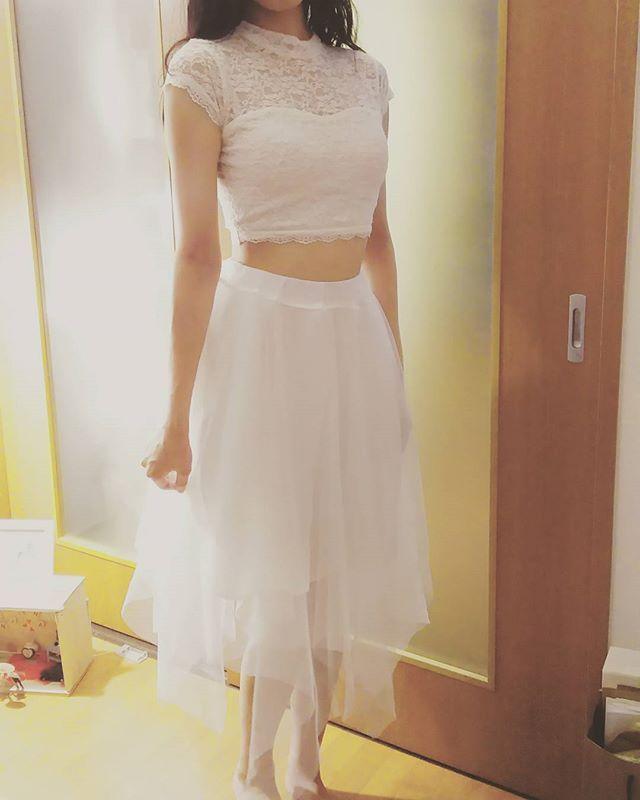 当日の #二次会ドレス の候補。うちの照明がオレンジなのでぼやっとしてますが💦 * 飲みオンリーなカジュアル二次会だから楽チンが良い👍 * #ツーピースドレス みたいな感じに憧れるけど🙎腹出過ぎか?🙍💦おしゃれ感が…笑 * トップスとスカート別々に買って、合わせて3000円ぐらい…それぞれ服は可愛いんだけど悩みます😰💕 * #プレ花嫁 #instawedding #結婚式 #結婚式準備 #花嫁 #bride #2016wedding #2016awd #2016秋婚 #ちーむ0918 #日本中のプレ花嫁さんと繋がりたい #日本中の花嫁さんと繋がりたい #セルフフォト #セパレートドレス #ウェディングソムリエアンバサダー #marry花嫁