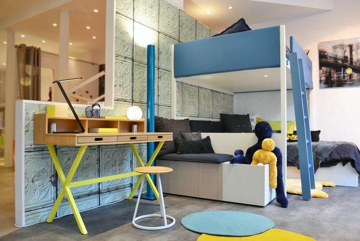 HYPPOLITE - jaune citron rayonnant dans une chambre pour enfant #hartô #hartodesign #hartoedition #decoration #desk #hyppolite #lemonyellow #bedroom #kids #blueelectric #inspiration