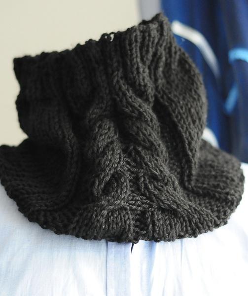 *Scaldacollo nero* lavorato a maglia rasata con treccia in rilevo al centro. Caldo e utilissimo nelle fredde giornate invernali. Un vero e proprio ...