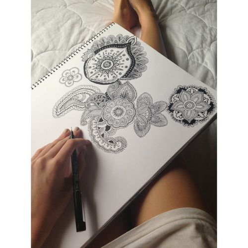 unccafe:  alelua:  mango-spra-y:  c—onverse:  neutralistic:  sallyboxsell:  drawing when I get bored  you're an amazing drawer :O  so much detail :O !   so talented! :P  woaah