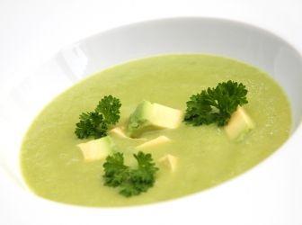 Uborkás avokádó leves recept: Hűsítő és nagyon egészséges nyári leves! A hőségben akár frissítő italként is fogyasztható. Kissé savanykás, nyers íze van - hiszen nincs is főzve. Nem az a leves, amiből sokat eszünk, inkább a nagyon egészséges, egy tányéros hűsítő finomság. Nyáron egy jég hideg rozé mellé zseniális választás!
