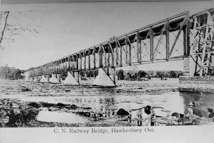 The C.N. Railway and Trestle. Completed circa 1900, the hawkesbury-Grenville Railway bridge and trestle was essential to the Great Northen Railway of Canada's linking up with Canada Atlantic Railway. Dimensions d'image: Largeur d'image: 12cm Hauteur d'image: 8cm Identifiant local: # 153, HawkPL-2010-CHPL-0113 Langage de l'élément: English; French Hawkesbury Ontario, Canada Latitude: 45.60009 Longitude: -74.61595 Déclaration de droit d'auteur: Public domain: Copyright has expi
