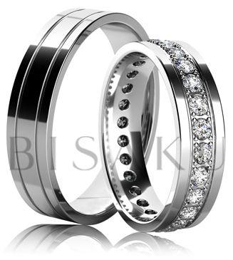 K36 Působivé snubní prsteny z lesklého bílého zlata, které budou především na vašich rukách reprezentativně vyjímat. Propracované zasazení kamenů po celém obvodě dámského prstenu, ještě více umocní jejich třpyt. Pánové ocení jemné zdobení v podobě dvou jemných drážek. #bisaku #wedding #rings #engagement #svatba #snubni #prsteny