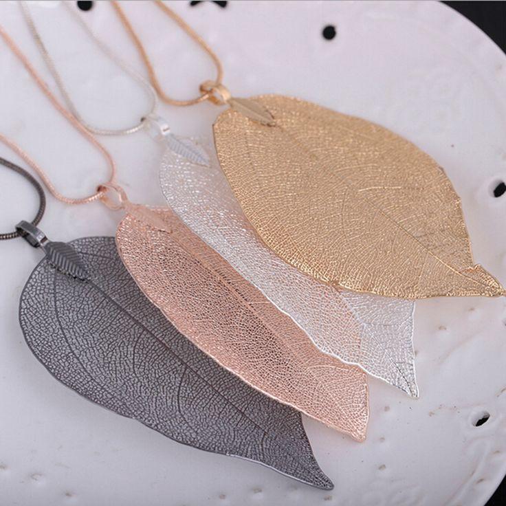Collier chaine de serpent en metal auquel s'est accroché une jolie feuille, de couleur rose ou bien argenté, en alliage de zinc. Longueur de la chaîne:60cm Largeur de la feuille 3-6cm Longueur de la feuille 5-10cm Bientôt de retour en stock