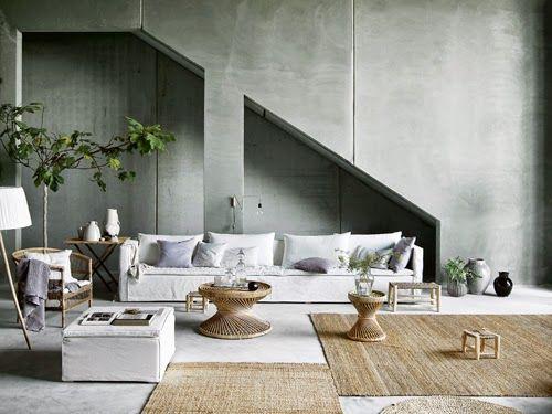 Dubbelt upp – stora mattor är dyra och finns i begränsat utbud. Köp istället två mindre, likadana som kan placeras intill varandra som en enda stor, eller flyttas runt för variation. En stor matta kan bli en begränsning vid en flytt, men då har man också möjlighet att använda mattorna separat.