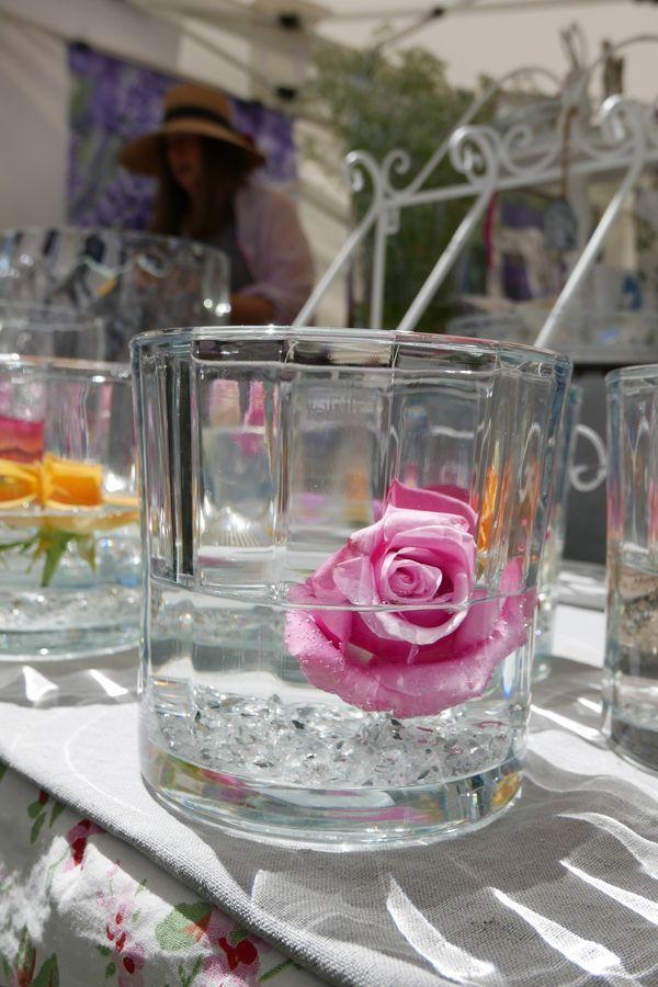 Bei Dieser Tischdeko Fur Den Sommer Wird Einfach Eine Rose Im Platz