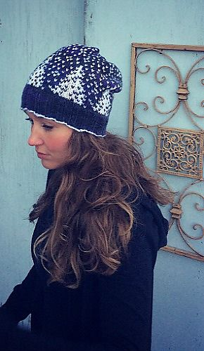 Knit this beautiful Snowfall Hat by Sara Setters with Lion Brand Vanna's Choice! Get the free knit pattern on Ravelry!