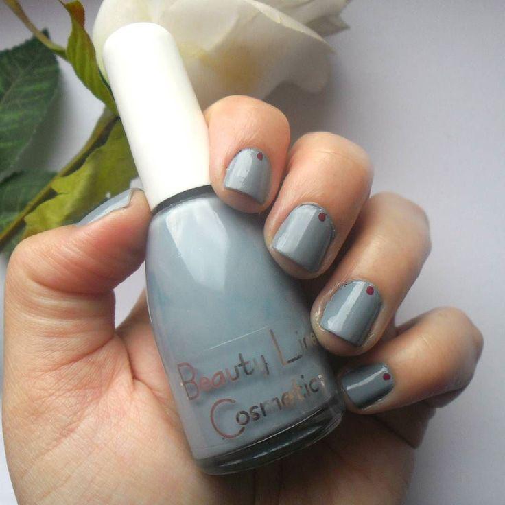 #notd  Το σχέδιο στα νύχια το λες και γκρι με την βούλα!  #nailpolish  Beauty Line Cosmetics no766 by @dustandcream  #diaryofabeautyaddict #elbeautythings #nails #nailsoftheday #nailsbyme #greekbloggers #bbloggers #nbloggers #fbloggers #lbloggers #naildesigns #nailslove #greynails #nailstagram #beautylinecosmetics #dustandcream