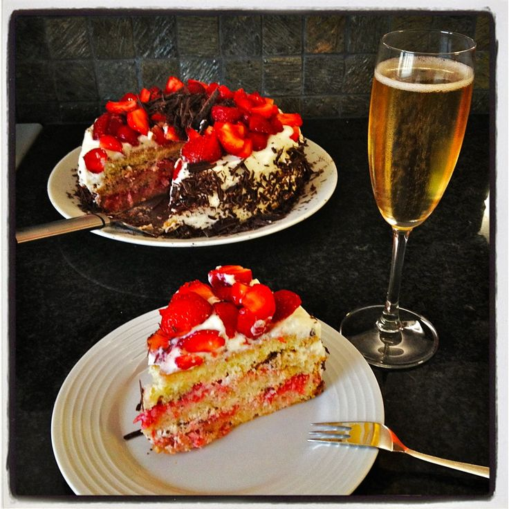 #Strawberry #Cake and sparkling wine