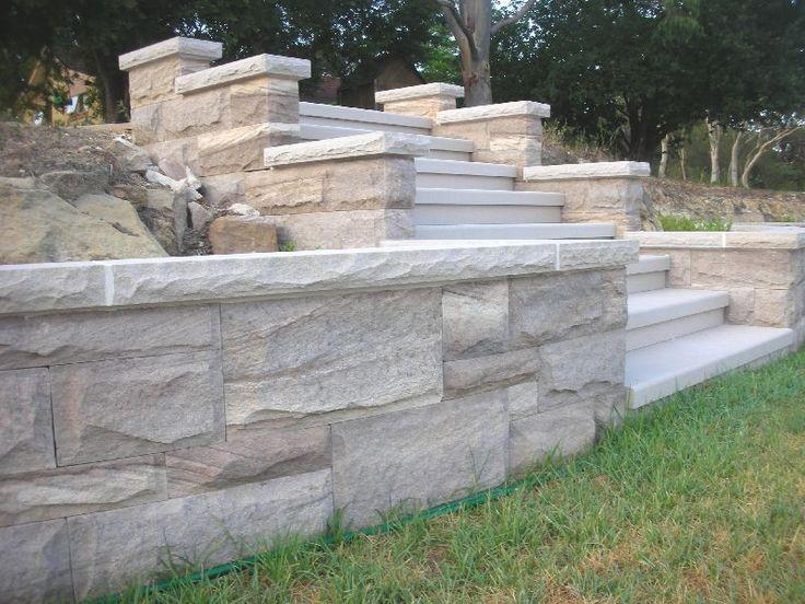 die besten 25 sandsteinmauer ideen auf pinterest landschaftsbau felsen landschaftsbau steine. Black Bedroom Furniture Sets. Home Design Ideas