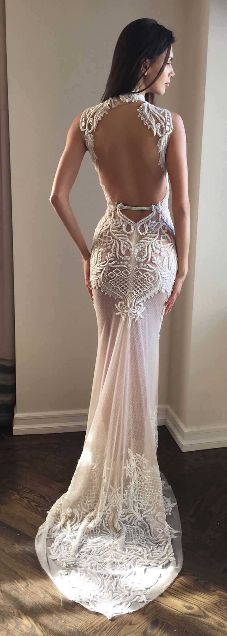 How intricate is the lacework on this wedding dress by @bertabridal - obsessed is not the word!