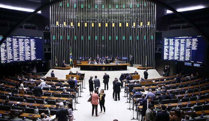Câmara se prepara para 'blindar' deputados que forem alvos da Lava Jato