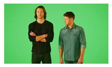 (gif) Jensen Matches Jared's Pose... and it's ridiculous because Jensen is not a small guy, but he looks like he is next to Jared, who is gigantic!