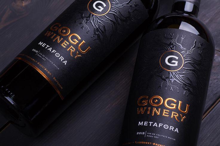 Вино Metafora это продукт класса примиум линейки производителя Gogu Winery урожая 2015 года. Высококачественное вино представлено в купаже трех сортов винограда Мерло, Каберне Совиньон и Саперави с поэтичным названием Metafora.Metafora wine is a premium…